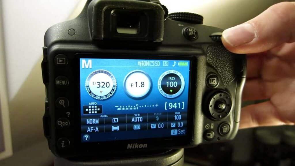 Nikon D3500 shutter speed - light