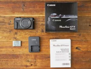 Is the Canon G7X Mark II good for Vlogging - built-in lens