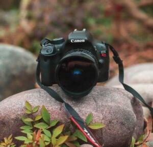 Canon EOS Rebel T7i (800D) Camera with Flip Screen