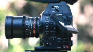 What is a Flip Screen Camera - Articulating Screen