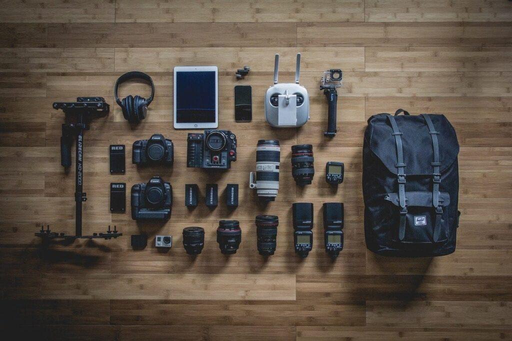 Creative DIY Wedding Photography Ideas - Add essential equipment to the bag