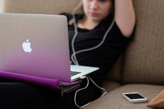 Where to get Laptop Grants for Students in the US - Apple scholar